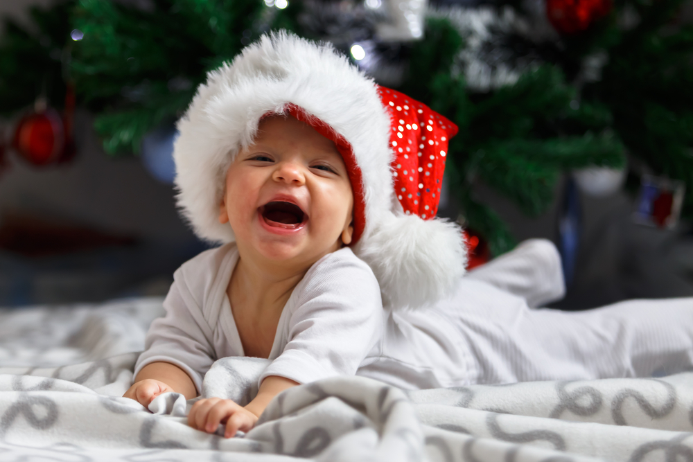 baby christmas morning newborn photography